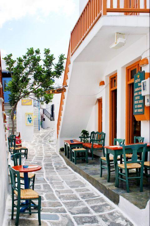 Naoussa: A local cafe