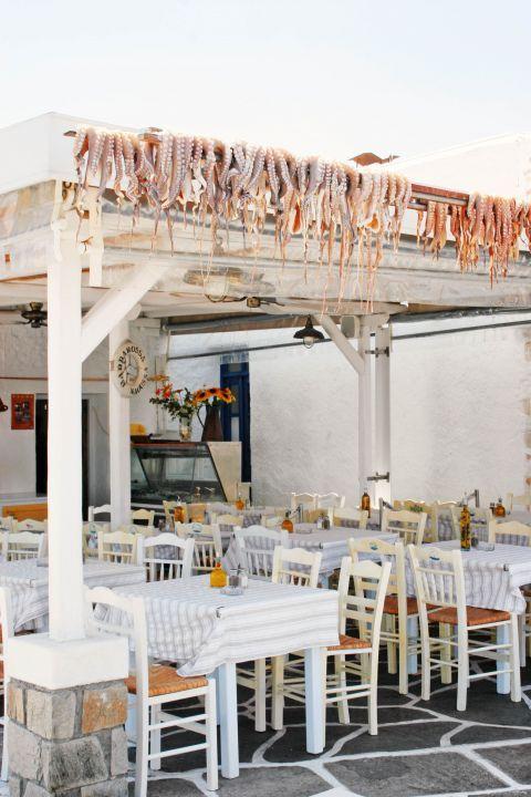 Naoussa: A fishing tavern