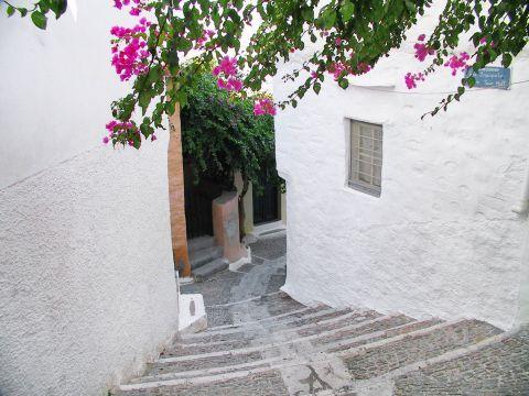 Ano Syros: Whitewashed house