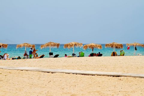 Golden Beach: Umbrellas and sun loungers at the seaside