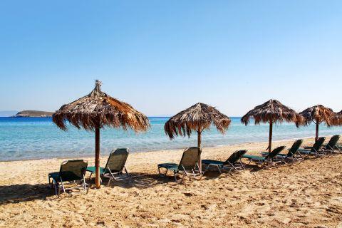 Golden Beach: Umbrellas and sun loungers
