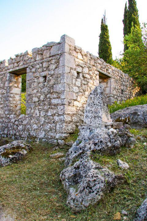 Anogi: Stone built constructions.