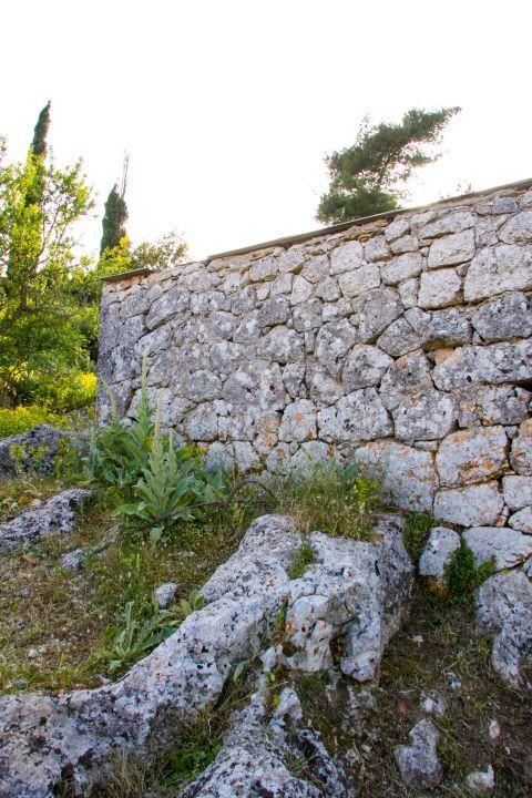 Anogi: Stone built constructions and short vegetation.