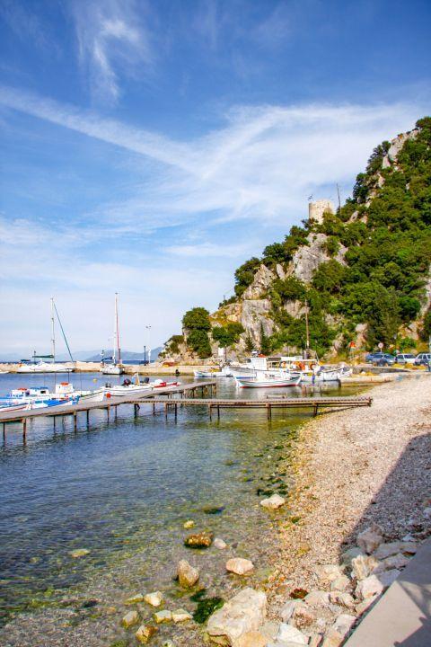 Frikes Village: At the small harbor of Frikies village