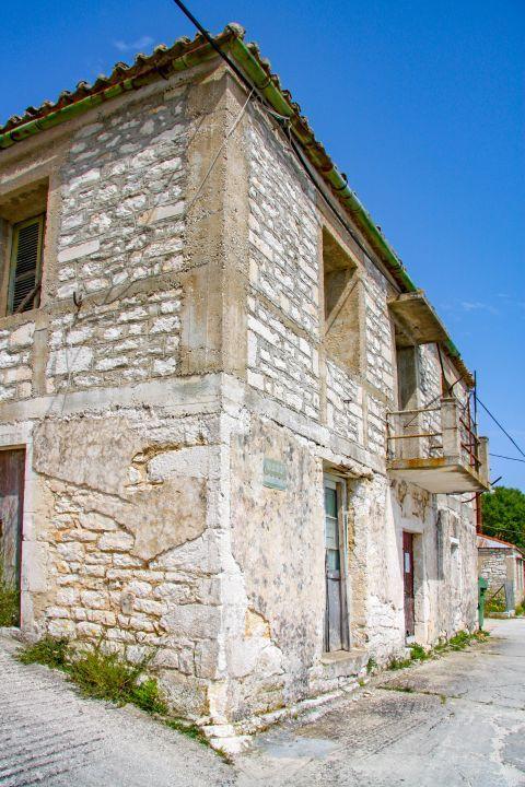 Exogi: A stone built house.