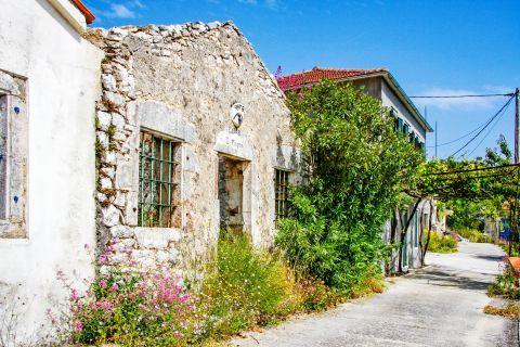 Exogi: Old houses in Exogi village.