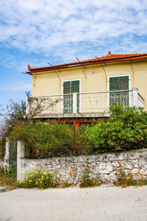 Stavros: An old house with a yard.