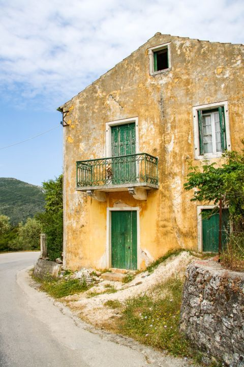 Stavros: An old picturesque house.