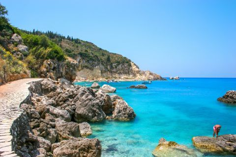 Agios Nikitas Village: Abrupt rock formations and crystal clear waters.