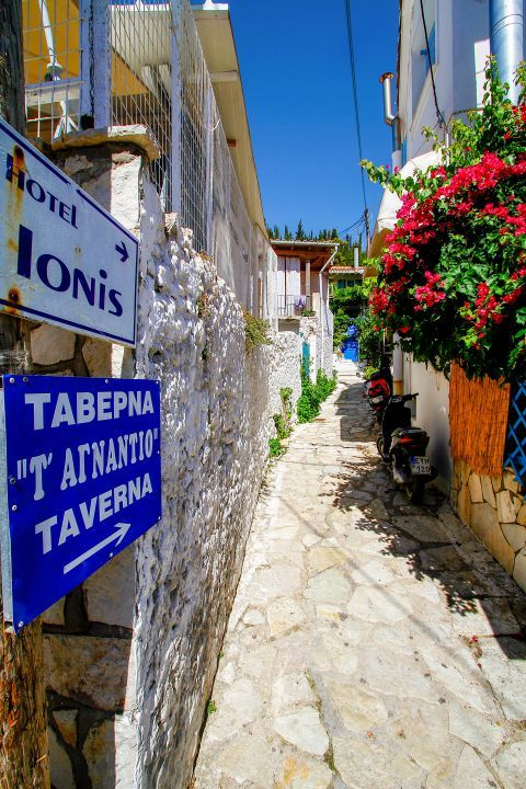 Agios Nikitas Village: Accommodation and places to eat and drink in Agios Nikitas.