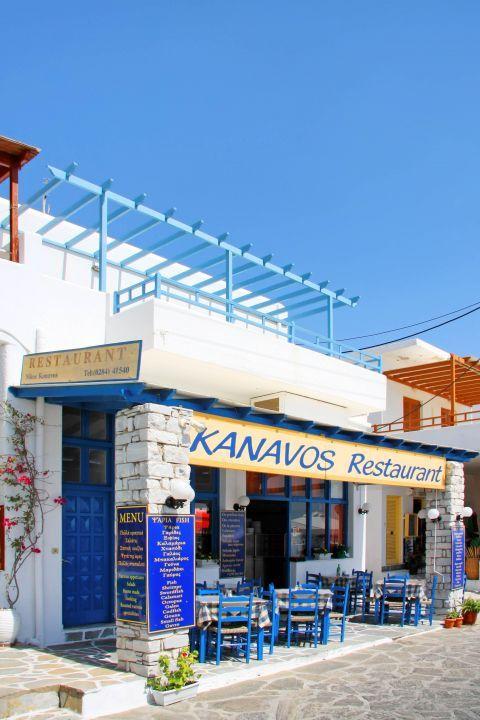 Piso Livadi: A local tavern