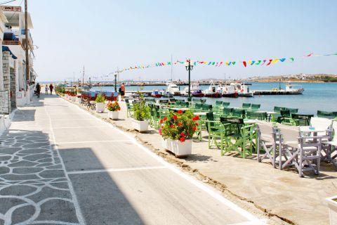 Piso Livadi: Cafes at the port of Piso Livadi