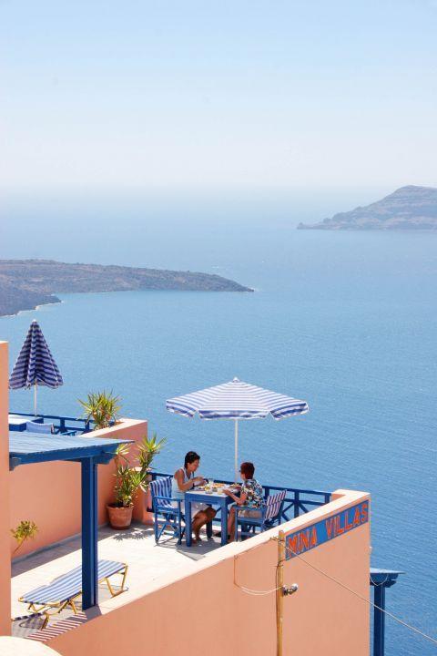 Firostefani: A hotel with sea-view in Firostefani