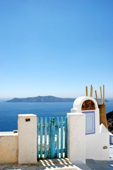 Firostefani: White and blue are prominent colors everywhere around Santorini