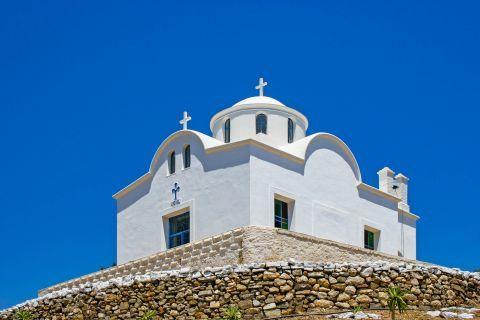 Aperi: A whitewashed chapel.