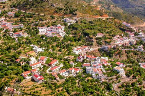 Aperi: Panoramic view of Aperi village.