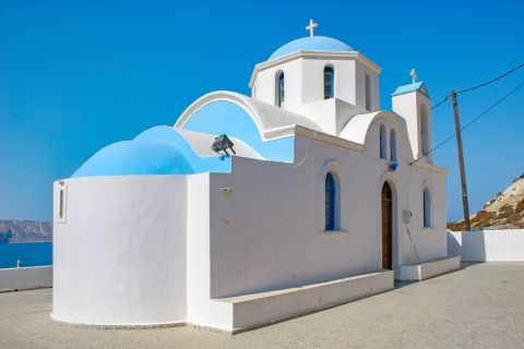 Finiki: A whitewashed chapel with blue colored details.