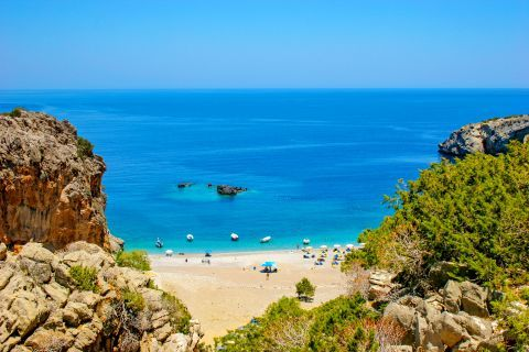 Achata: Beautiful natural surroundings and soft sand.