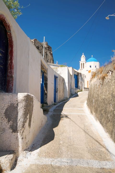 Whitewashed houses and a church with a blue-colored dome