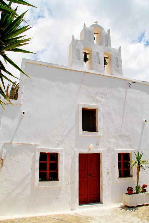 Megalochori: A whitewashed chapel with a red door