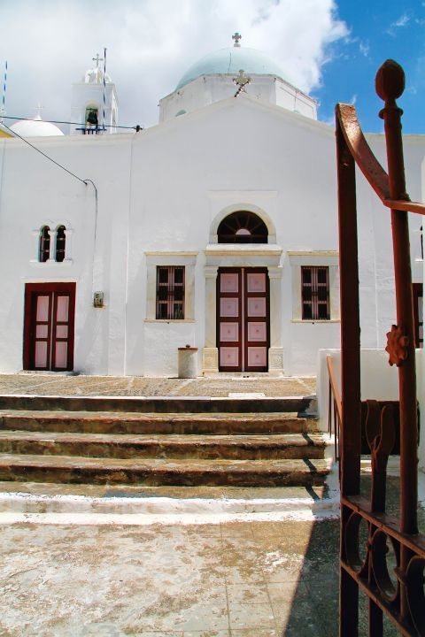 Megalochori: A whitewashed church