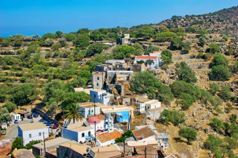 Emporios: Local houses, surrounded by vegetation.