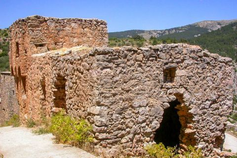 Anavatos: It is believed that this medieval settlement was founded for military purposes, particularly for the surveillance of the west coast of Chios.