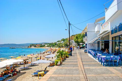 Agia Fotini: Taverns with sea view.