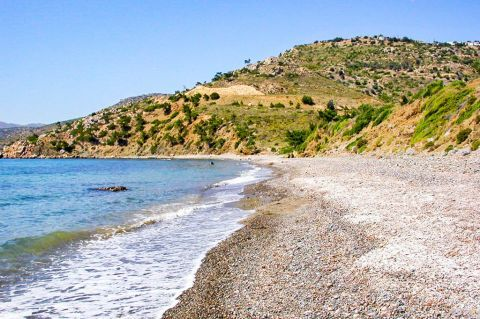 Papalia: Papalia is an isolated bay that consists of thick sand and small pebbles.