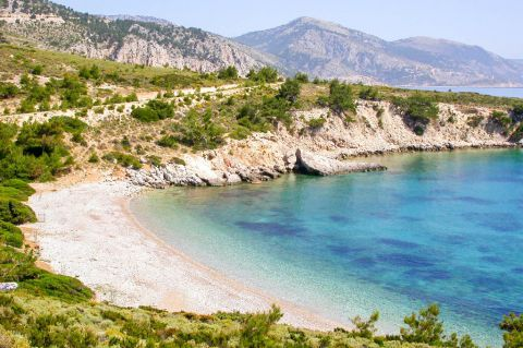 Tigani Makria Ammos: Makria Ammos beach is surrounded by high cliffs, which are covered with lush greenery.