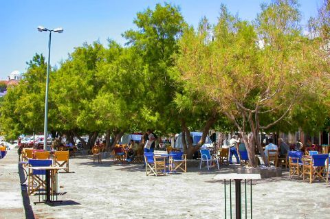 Agios Kirikos: The fine central square of Agios Kyrikos is lined by little shops and cafes.