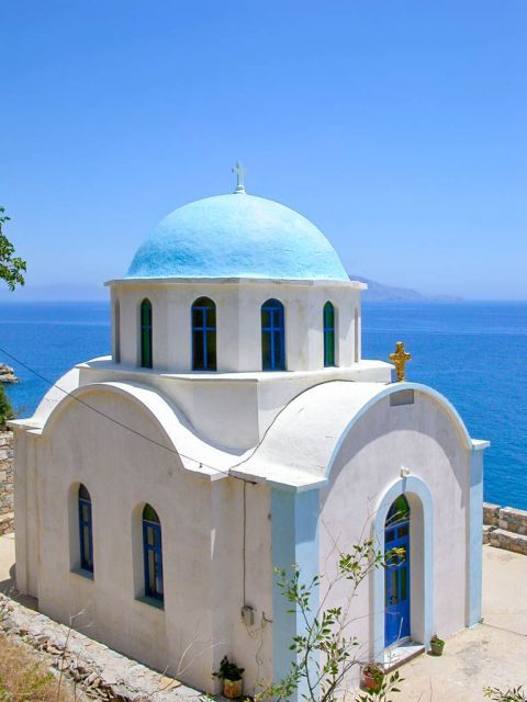 Therma: A whitewashed chapel with blue colored details.