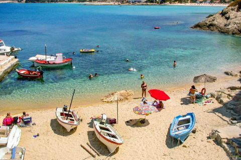 Armenistis beach: Although it is a place with many tourists, the locals have managed to keep it unspoiled.