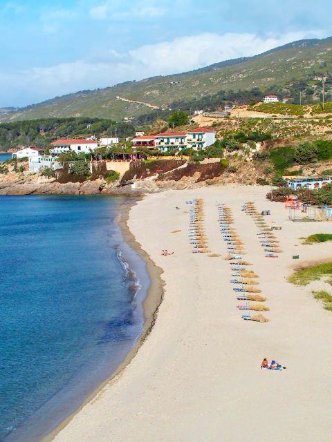 Livadi: Long, sandy beach.