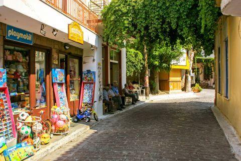 Madamados: Souvenir shops.