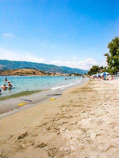 Askeli beach: A family friendly beach.