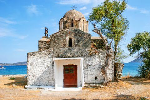Agia Varvara: A small chapel, dedicated to Agia Varvara.