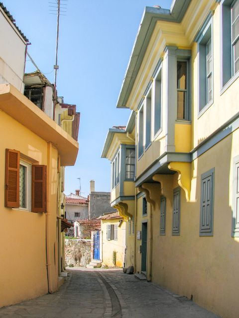 Old Town Ano Poli: Two-storey neoclassical mansions.