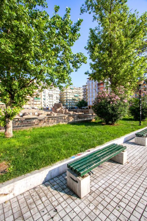 Navarino Square: Navarino square is a frequent meeting point for the locals,