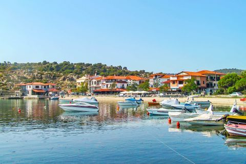 Ormos Panagias: A picturesque and quiet fishing village.