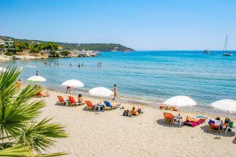 Souvala: Nice, sandy beach, partly organized.