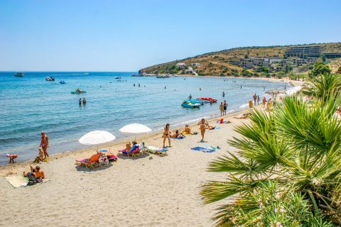 Souvala: Souvala beach is popular for its therapeutic hot and cold springs.