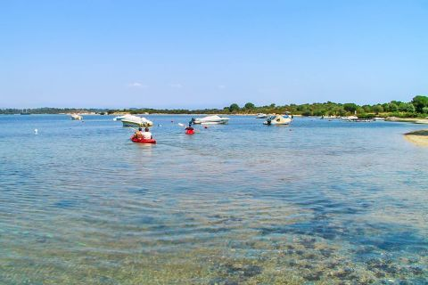 Karydi: Enjoying good times on this nice, family-friendly beach.