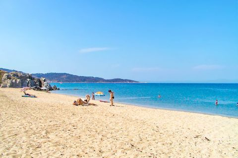 Platania: The nearby beaches are perfect for families with children, as the waters are shallow and warm.