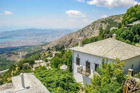 Makrinitsa: Stunning landscape. Makrinitsa village.