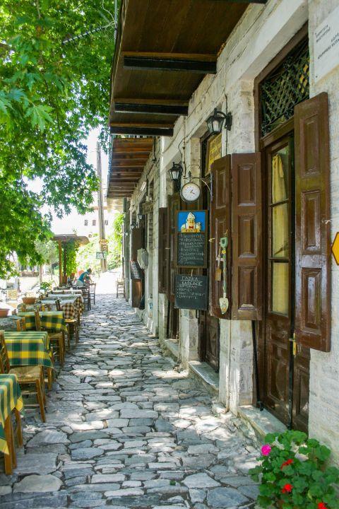 Makrinitsa: Eat traditional Greek dishes in Makrinitsa.