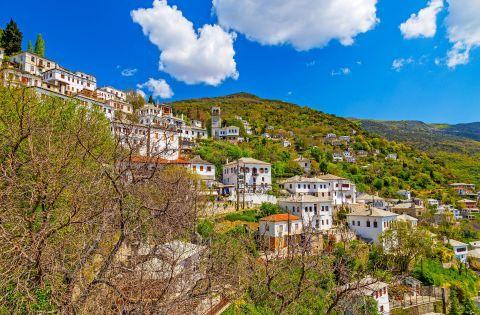 Makrinitsa: Whitewashed mansions, surrounded by dense vegetation. Makrinitsa village, Pelion.