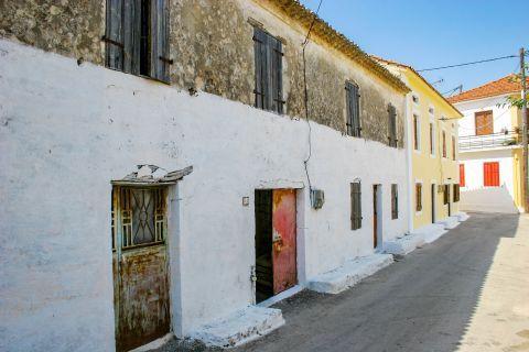 Agios Leon: An old, two-floored house.