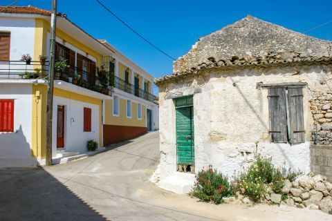 Agios Leon: An old, almost ruined house and a well preserved building painted in beautiful colors.