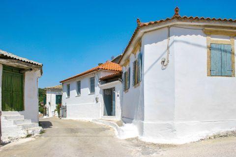 Agios Leon: A vintage spot.
